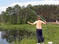 На реке можно не только искупаться, но и половить рыбу