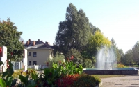 фонтан на алее