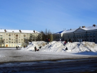 Снег на площади